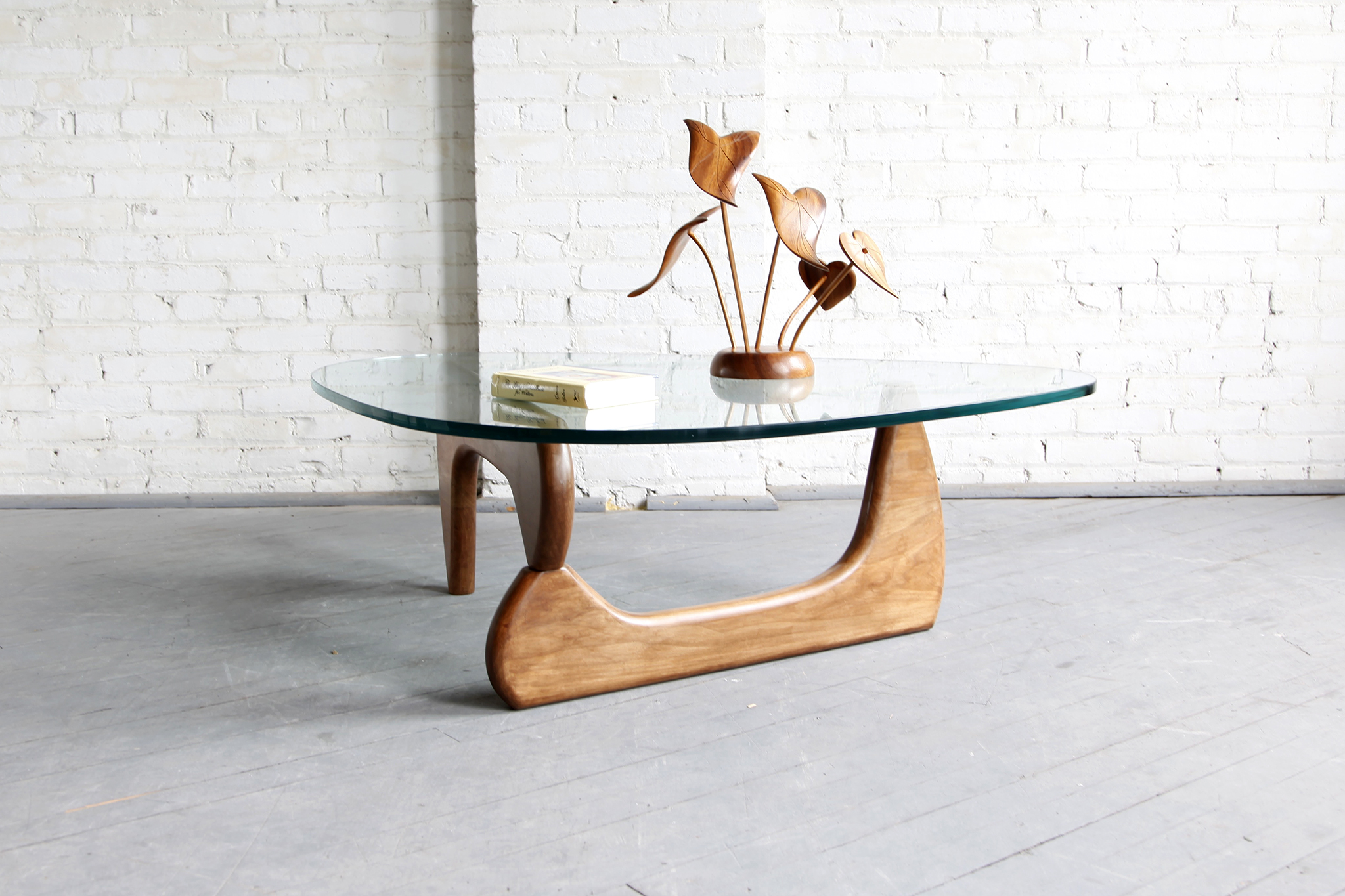 Midcentury modern isamu noguchi style coffee table omasa for Modern chic coffee tables