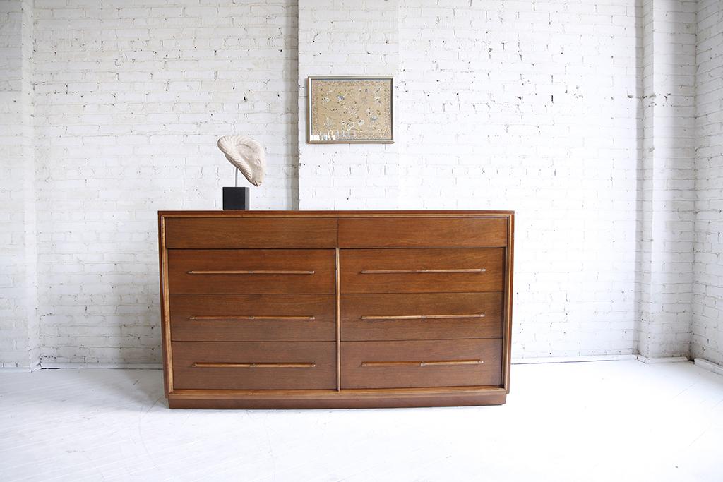 Mid century modern Heritage Henredon 8 drawer dresser