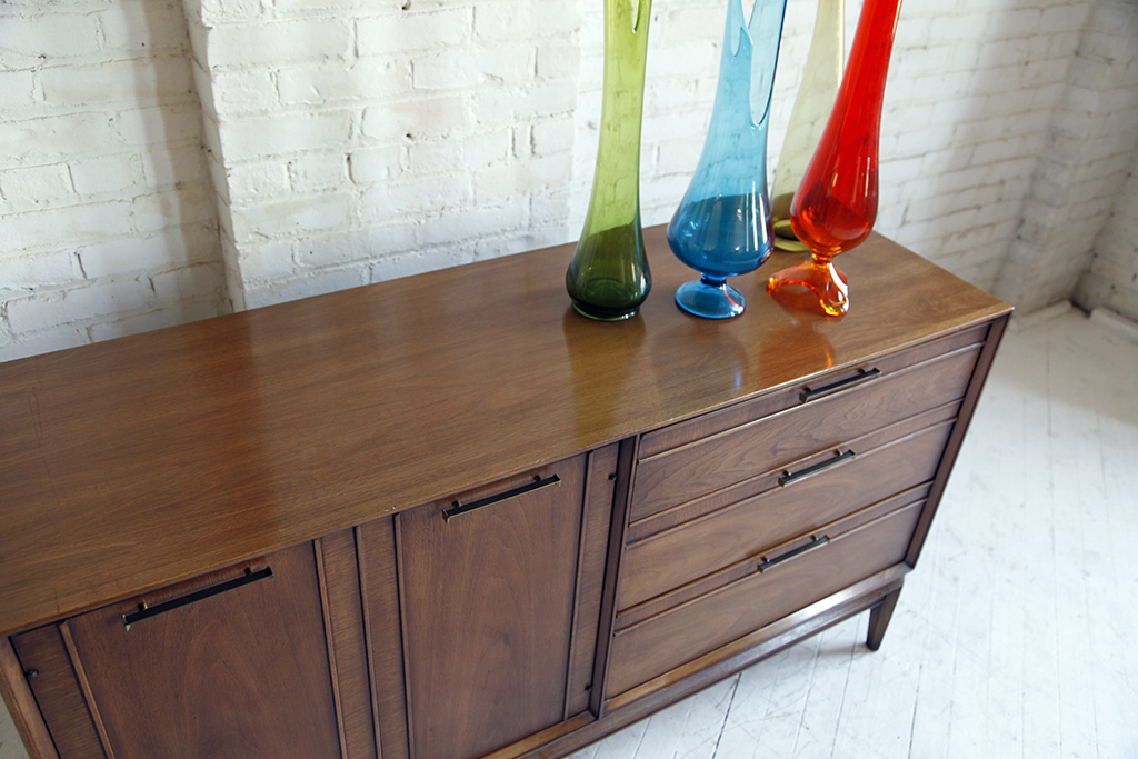 Beautiful Mid Century Modern Credenza Sideboard By Drexel Furniture Has One Cabinet With Adjule Shelf On The Left And 3 Drawers Right Side