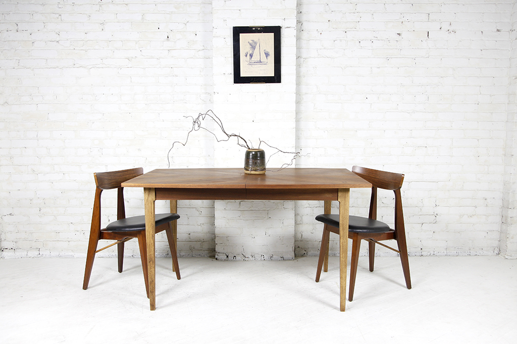TABLES Omasa Projects - Mid century modern small dining table